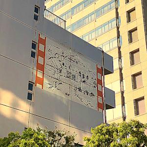 蒲田の区民ホール「アプリコ」横の壁画